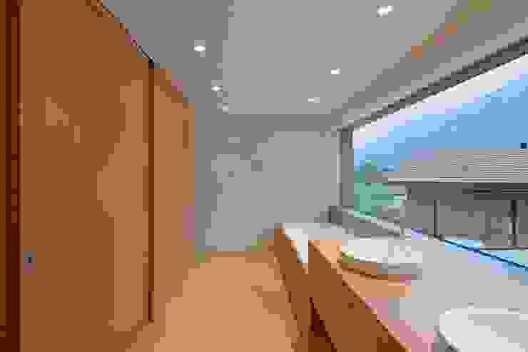 Ванная комната в стиле модерн от VOMSATTEL WAGNER ARCHITEKTEN ETH BSA SIA Модерн