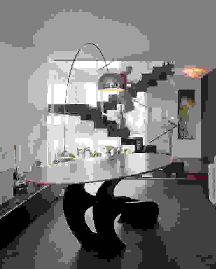 Modern binnen traditionele grenzen Moderne woonkamers van MEF Architect Modern