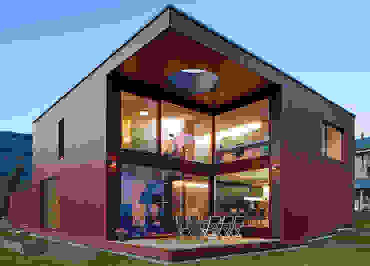 Дома в стиле модерн от VOMSATTEL WAGNER ARCHITEKTEN ETH BSA SIA Модерн