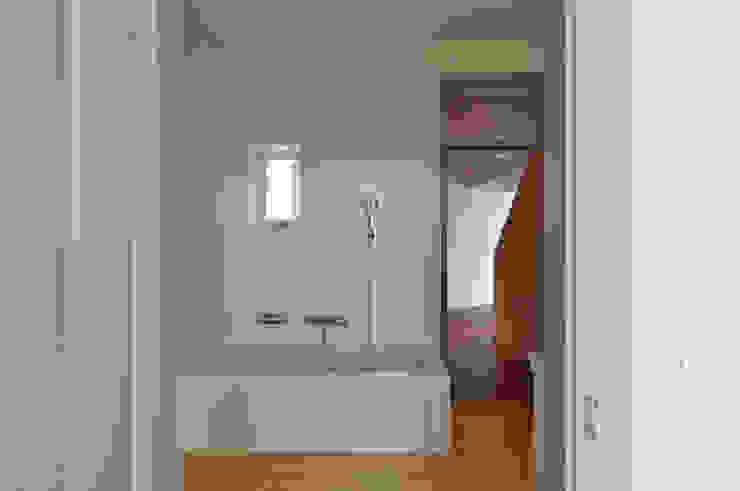 Bad in alter Küche Moderne Badezimmer von mmarch gmbh - Mader Marti Architektur ETH SIA Modern