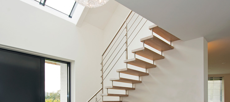 Modern Corridor, Hallway and Staircase by Building Design Architectuur Modern