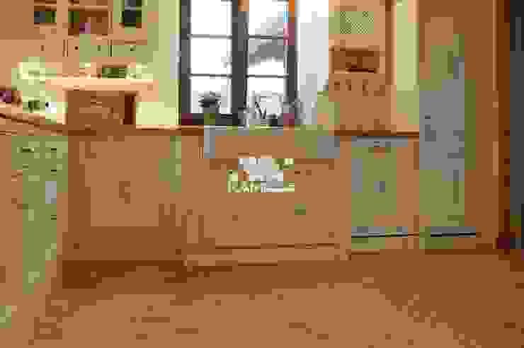 Piękna kuchnia - meble ręcznie malowane oraz płytka Lubelska. Rustykalna kuchnia od Kamstar Krzysztof Fertała Rustykalny