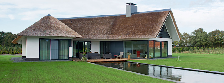 Rietgedekte villa te Borne Moderne huizen van Building Design Architectuur Modern