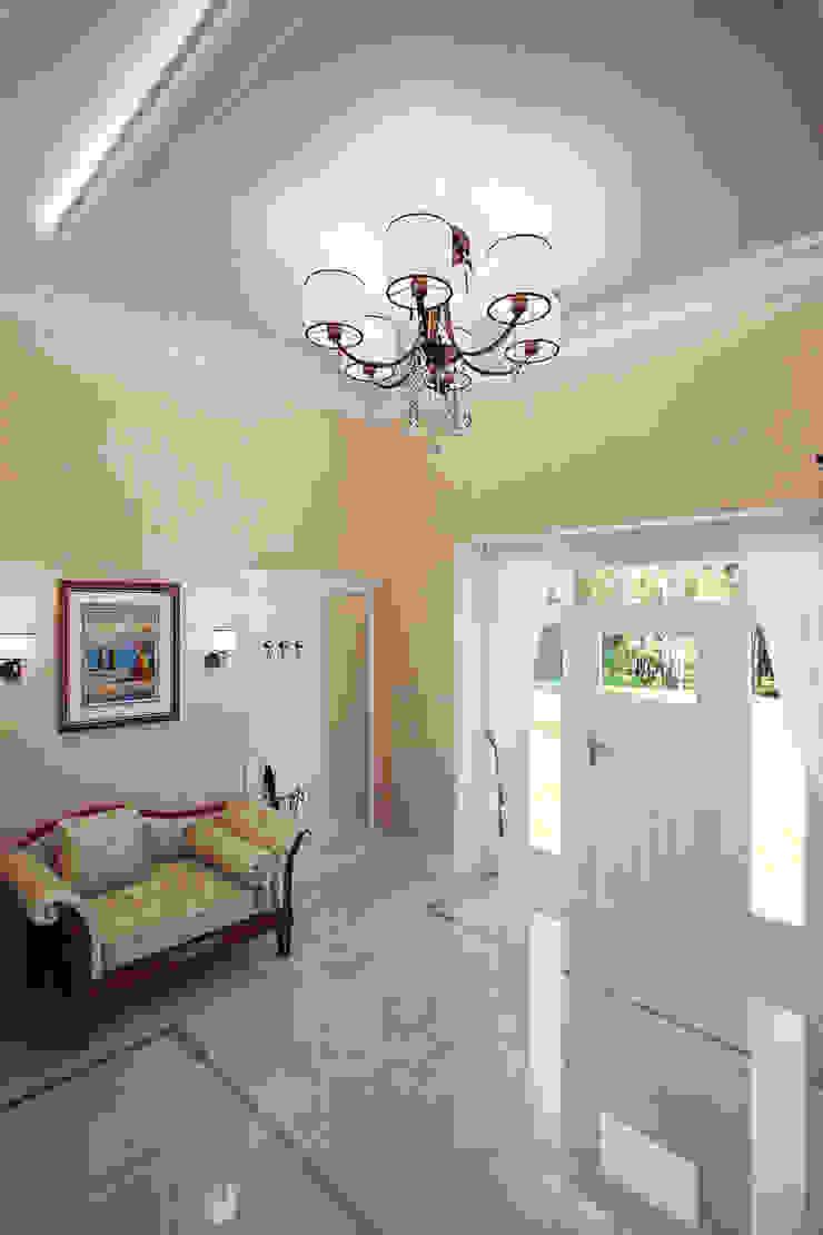 Студия интерьера 'SENSE' Classic style corridor, hallway and stairs
