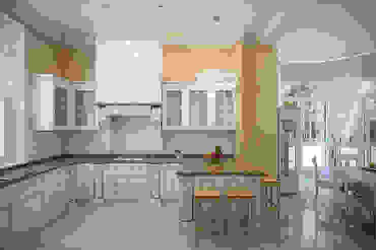 Студия интерьера 'SENSE' Classic style kitchen
