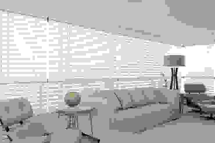 APARTAMENTO 300m2 - CASA FORTE- RECIFE-PE Salas de estar modernas por ROMERO DUARTE & ARQUITETOS Moderno