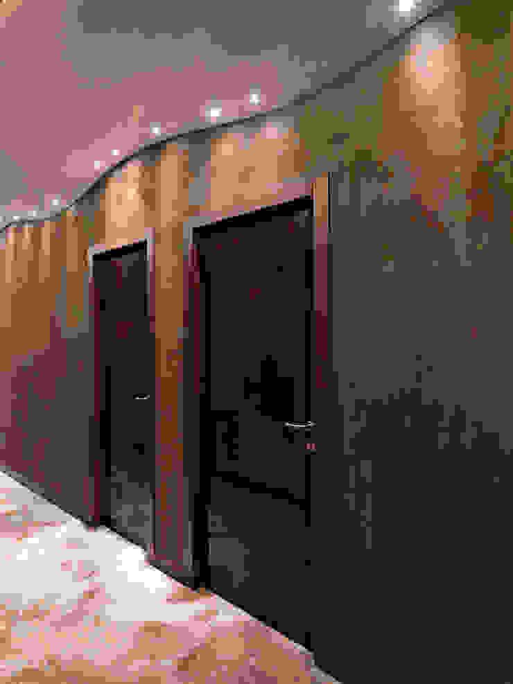 V. House… the movement captivating Ingresso, Corridoio & Scale in stile moderno di alessandromarchelli+designers AM+D studio Moderno