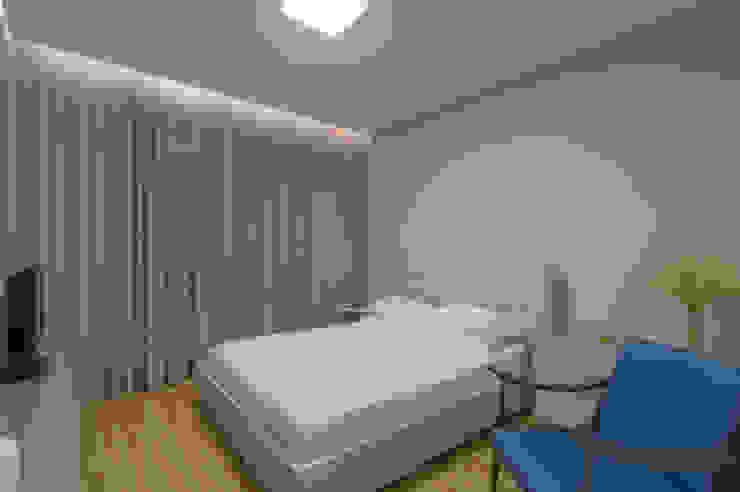 Chambre moderne par ÓBVIO: escritório de arquitetura Moderne