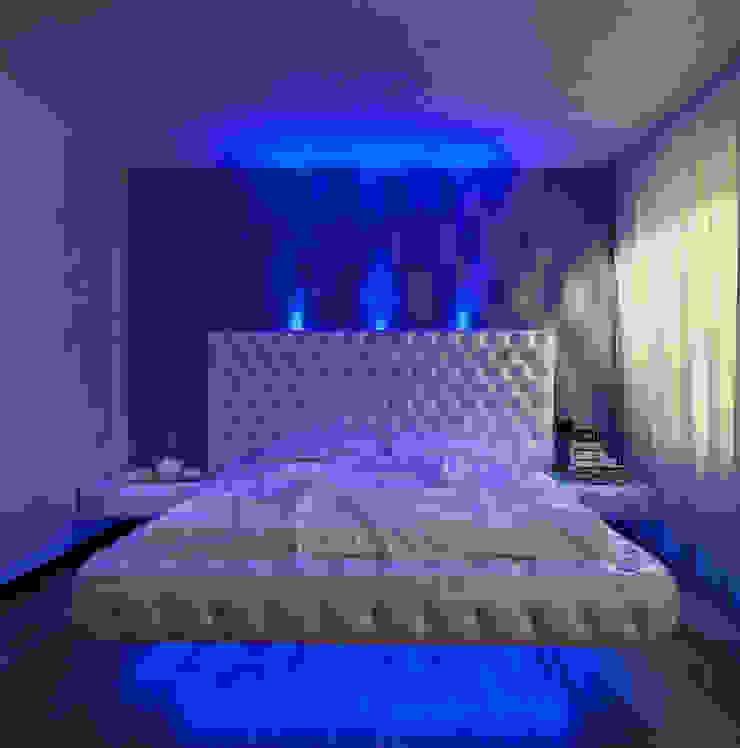 V. House… the movement captivating Camera da letto moderna di alessandromarchelli+designers AM+D studio Moderno
