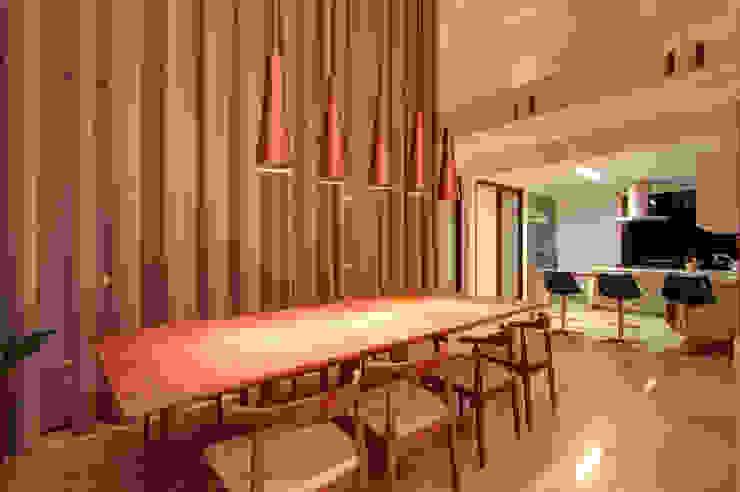 Residência TF Salas de jantar modernas por ÓBVIO: escritório de arquitetura Moderno