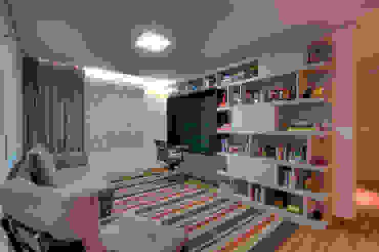 Bureau moderne par ÓBVIO: escritório de arquitetura Moderne