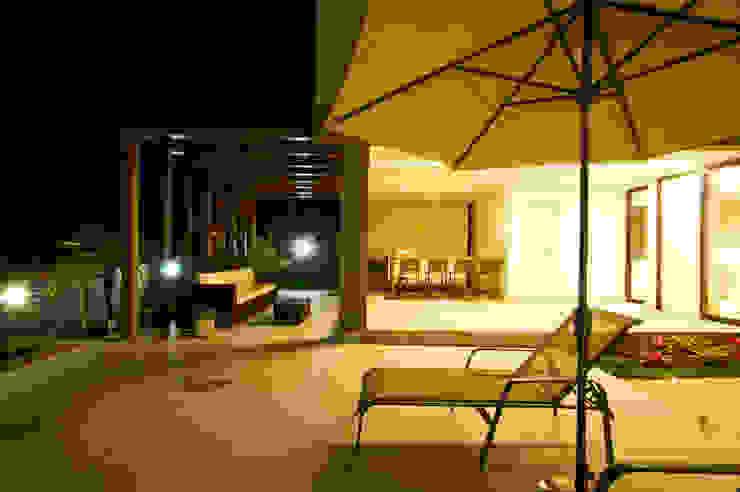 Balcon, Veranda & Terrasse modernes par ÓBVIO: escritório de arquitetura Moderne