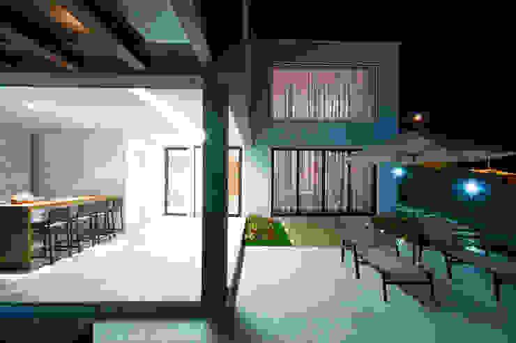 Residência TF Casas modernas por ÓBVIO: escritório de arquitetura Moderno