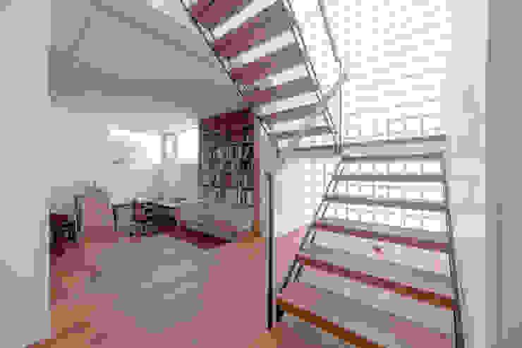 . モダンスタイルの 玄関&廊下&階段 の 長村英紀建築計画室 モダン
