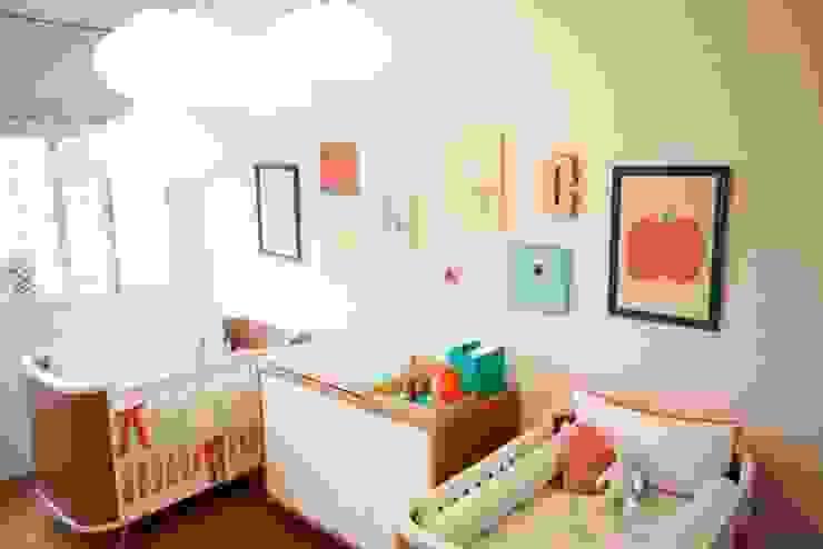 Chambre d'enfant moderne par Uaua Baby Moderne