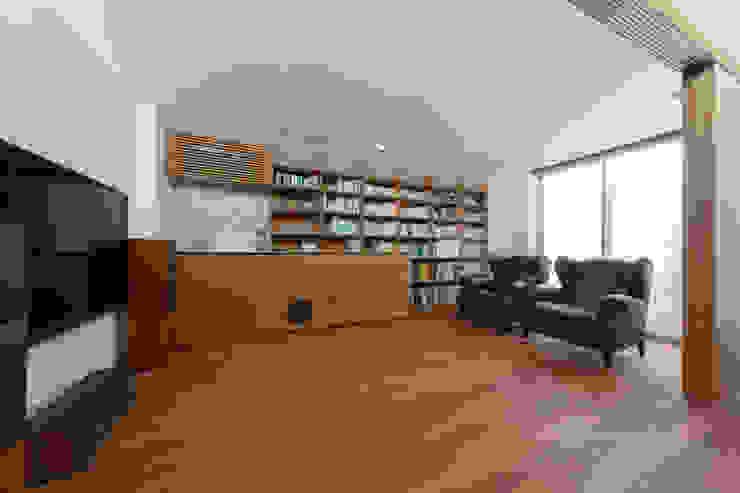. モダンデザインの 多目的室 の 長村英紀建築計画室 モダン