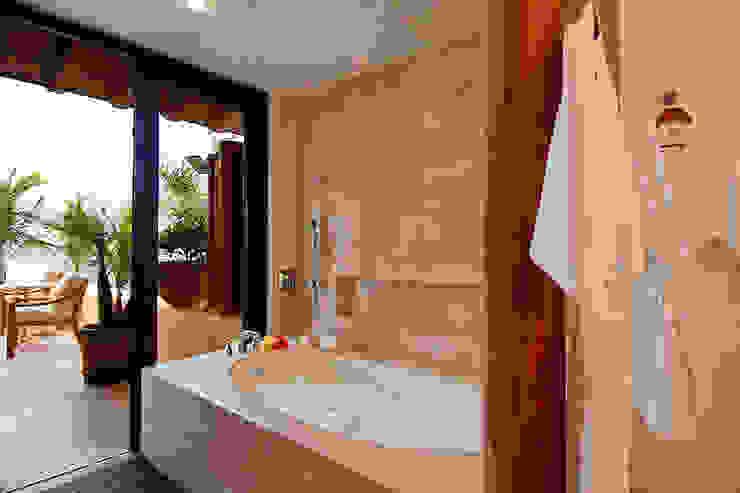 BR  ARQUITECTOSが手掛けた浴室, トロピカル