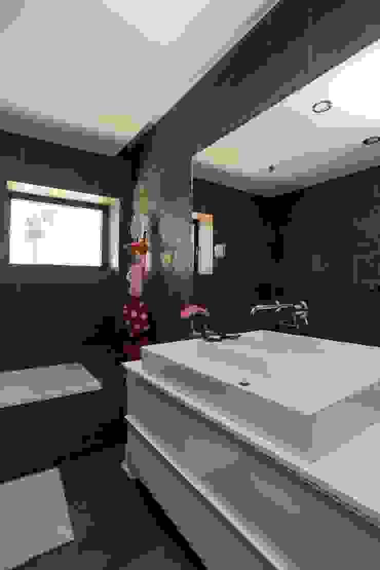 Renovação moradia em Birre II   Cascais Casas de banho modernas por shfa Moderno Pedra