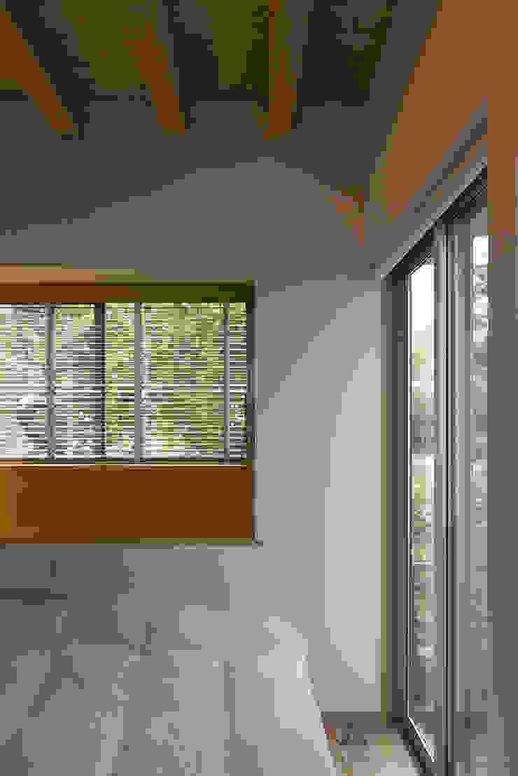 西庇の家 モダンスタイルの寝室 の 株式会社建楽設計 モダン