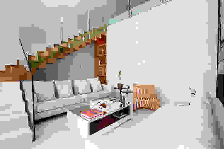 Livings modernos: Ideas, imágenes y decoración de Maina Harboe Arquitetura Moderno