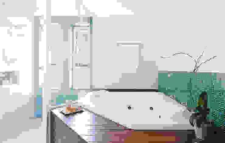 Casas de banho  por NOMA ESTUDIO