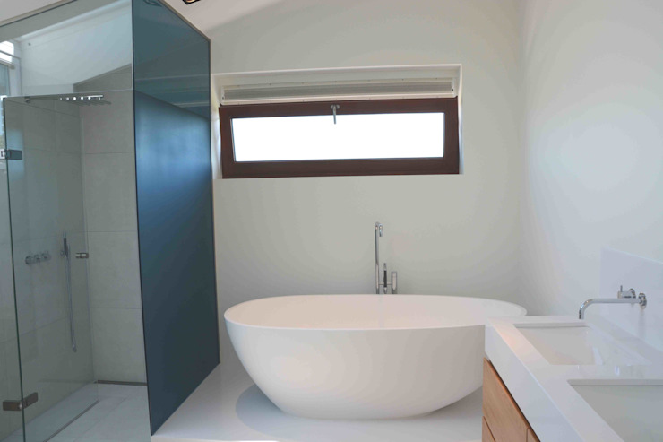 Bathroom by TIEN+ architecten