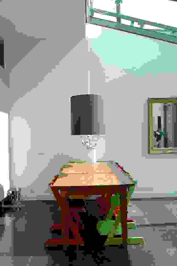 Modern dining room by TIEN+ architecten Modern