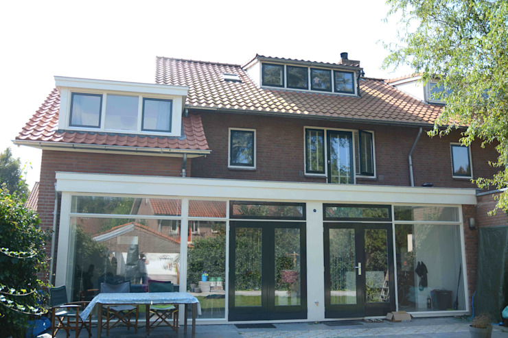 Classic style houses by TIEN+ architecten Classic