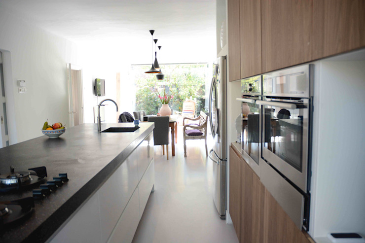 Modern kitchen by TIEN+ architecten Modern