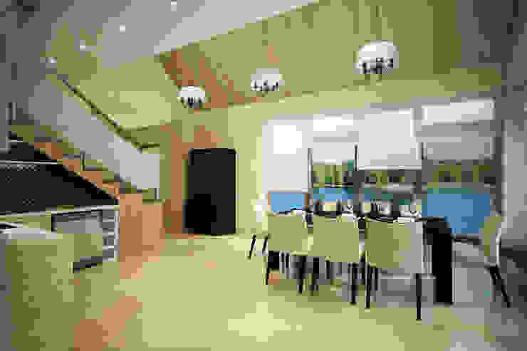 Панорамные окна и невероятный вид на реку Столовая комната в скандинавском стиле от Студия интерьера 'SENSE' Скандинавский