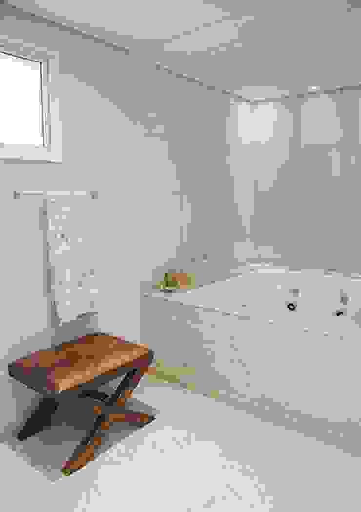 Apto. Vila Nova Banheiros clássicos por Maria Teresa Rodrigues Alves Clássico