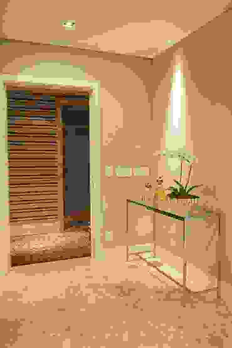 Apto. Vila Nova Corredores, halls e escadas modernos por Maria Teresa Rodrigues Alves Moderno