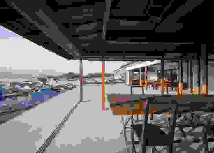 牡蠣祝: 中本一哉建築設計事務所が手掛けた現代のです。,モダン
