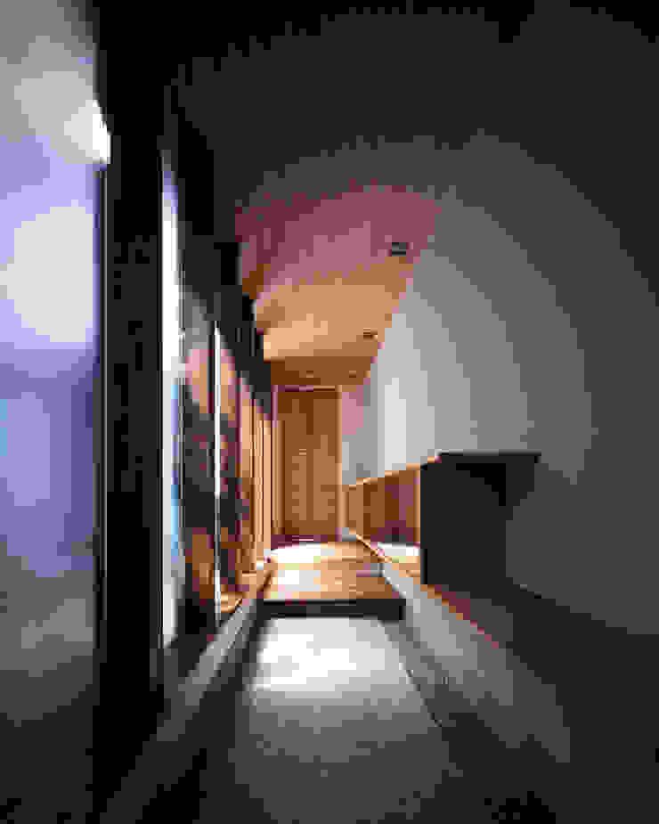 新宮苑の家 House In shinguen オリジナルスタイルの 玄関&廊下&階段 の 飯塚建築工房 オリジナル