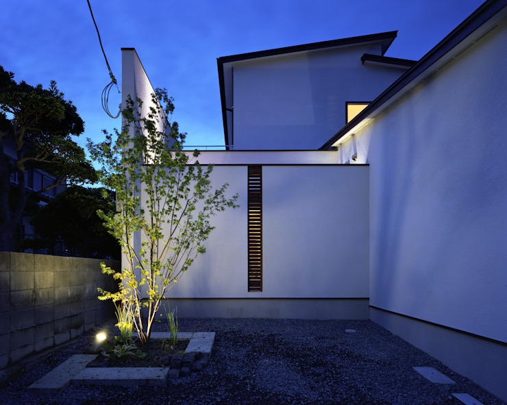 Eclectic style houses by 飯塚建築工房 Eclectic