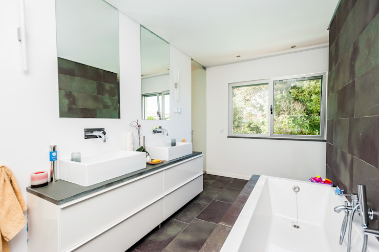 Modern Bathroom by shfa Modern
