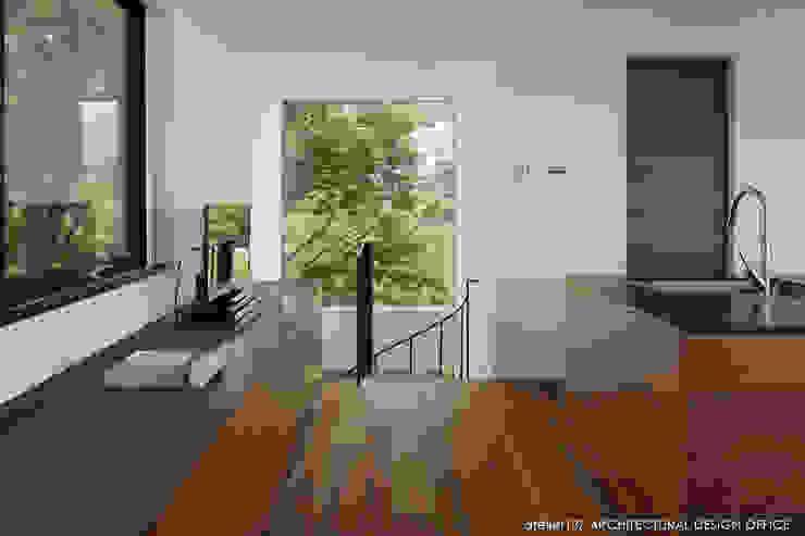 カウンター収納 モダンスタイルの 玄関&廊下&階段 の atelier137 ARCHITECTURAL DESIGN OFFICE モダン 木 木目調