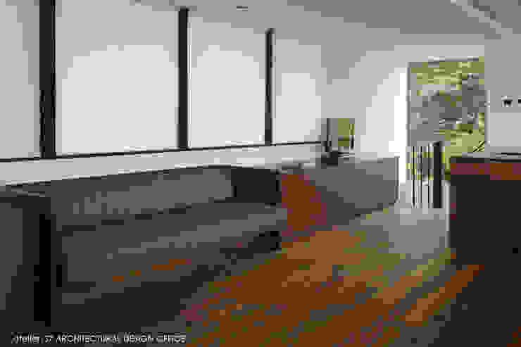 ダイニング造作ソファ モダンデザインの ダイニング の atelier137 ARCHITECTURAL DESIGN OFFICE モダン 木 木目調