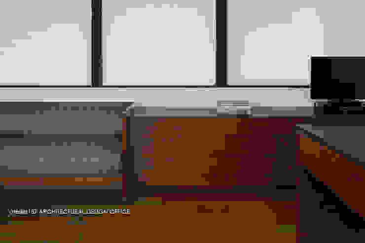 カウンター収納と造作ソファ モダンデザインの ダイニング の atelier137 ARCHITECTURAL DESIGN OFFICE モダン 木 木目調