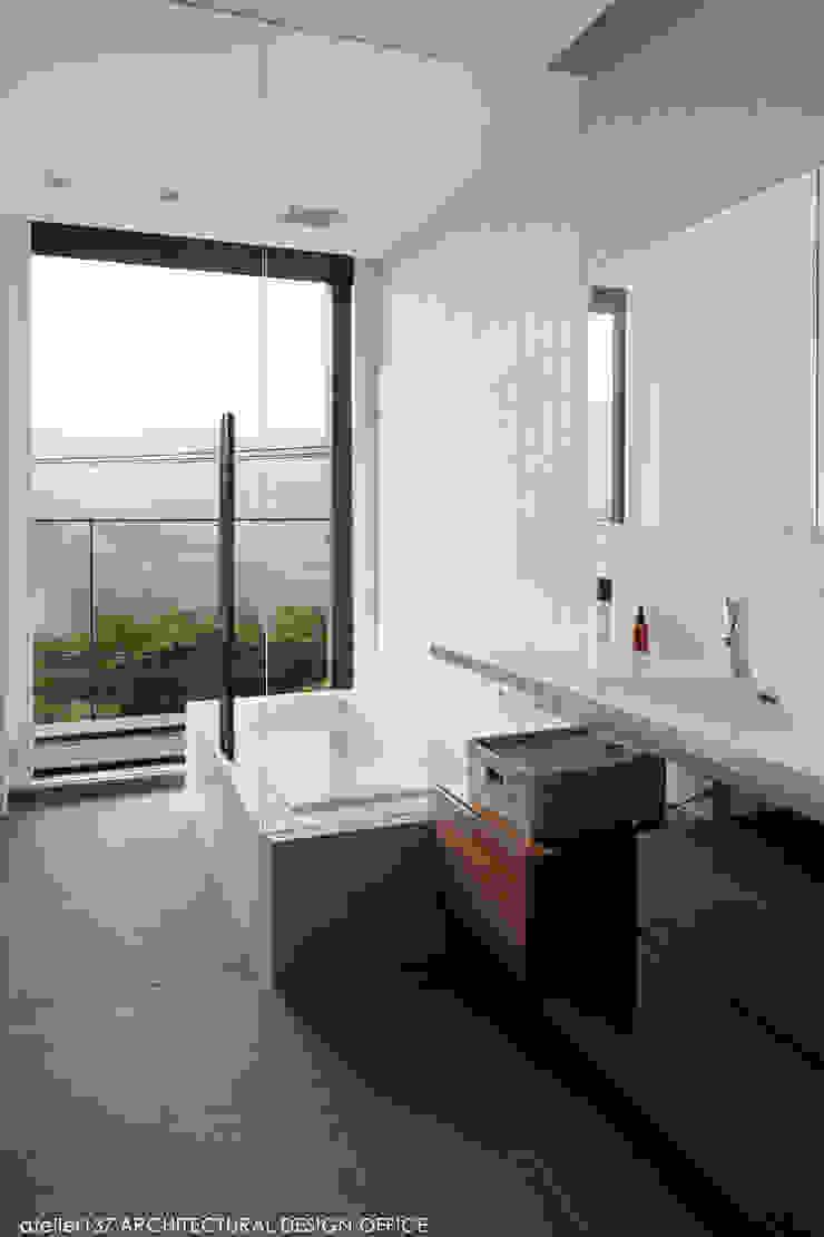 浴室 モダンスタイルの お風呂 の atelier137 ARCHITECTURAL DESIGN OFFICE モダン タイル