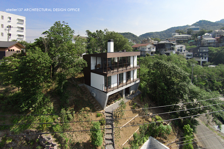 外観 モダンな 家 の atelier137 ARCHITECTURAL DESIGN OFFICE モダン 木 木目調
