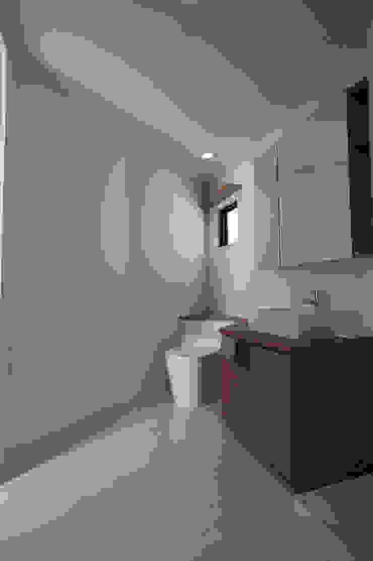 一級建築士事務所A-SA工房 Modern style bathrooms