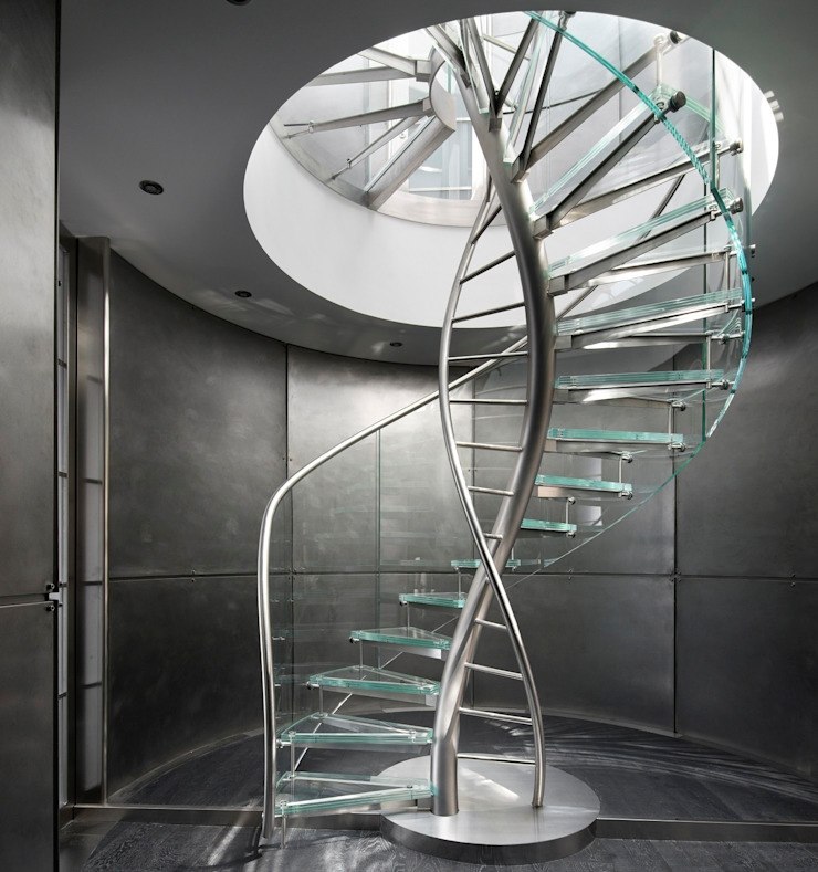 EeStairs® Wenteltrappen: modern  door EeStairs | Stairs and balustrades, Modern Glas