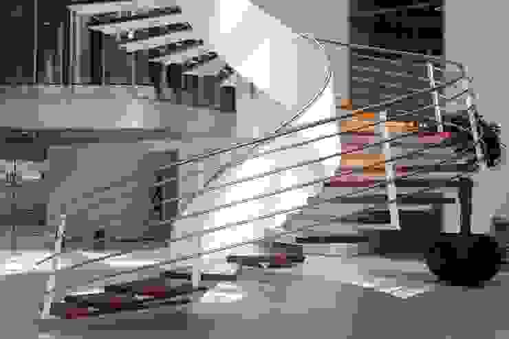 EeStairs® Wenteltrappen: modern  door EeStairs | Stairs and balustrades, Modern Metaal