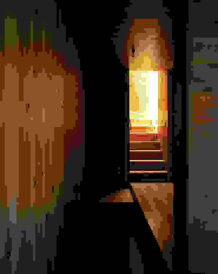 . 北欧スタイルの 玄関&廊下&階段 の L.V.M. 計画 一級建築士事務所 北欧