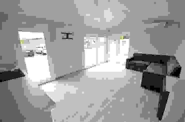 Scandinavian style living room by Letniskowo.pl Sp. z o.o. Sp.k. Scandinavian