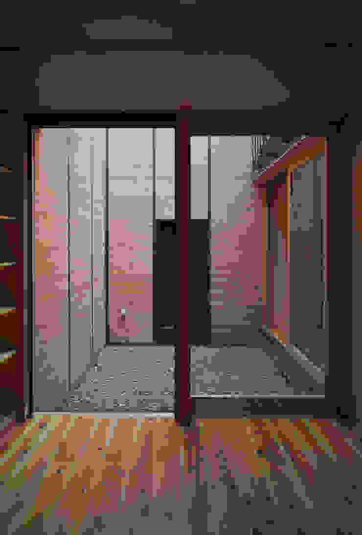 . アジア風 庭 の L.V.M. 計画 一級建築士事務所 和風