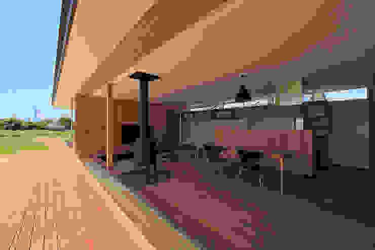 CONVEX HOUSE / ダイニング・リビング モダンデザインの ダイニング の SCALE     株式会社スケール モダン