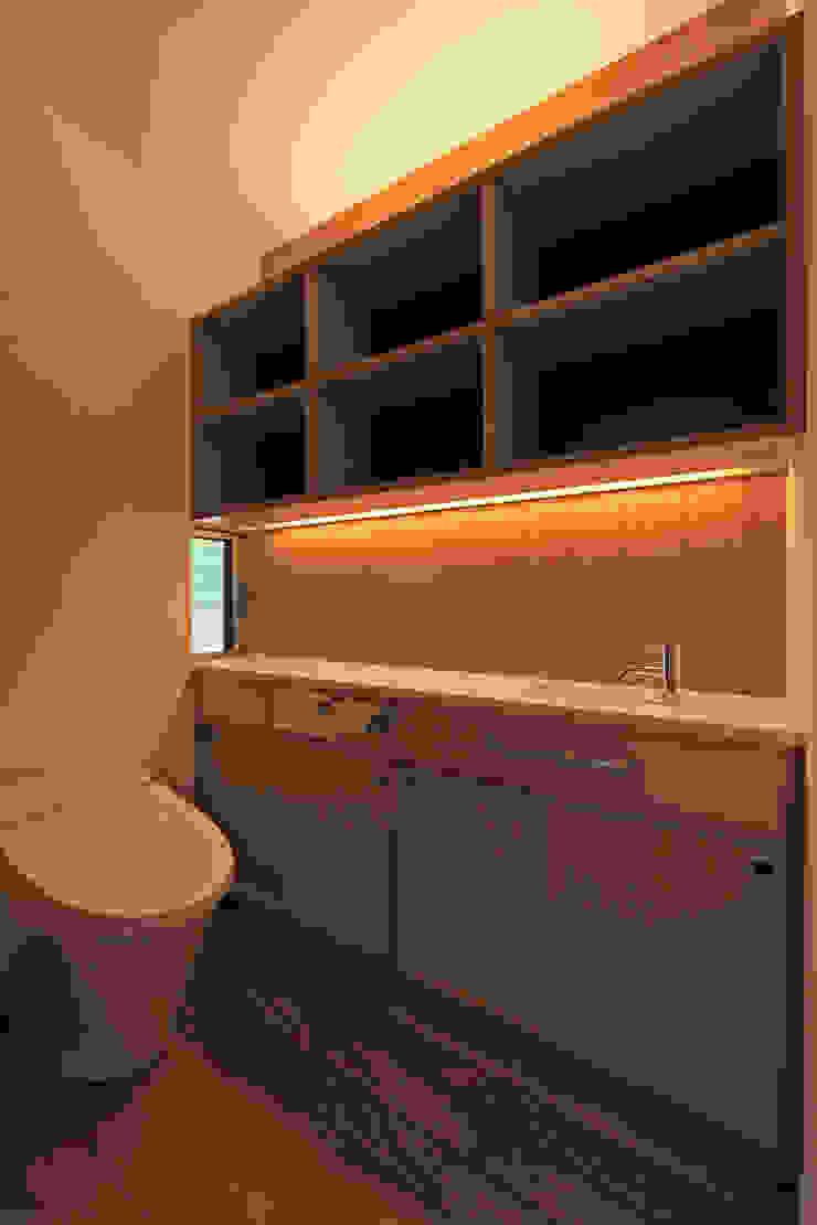 CONVEX HOUSE / トイレ モダンスタイルの お風呂 の SCALE     株式会社スケール モダン