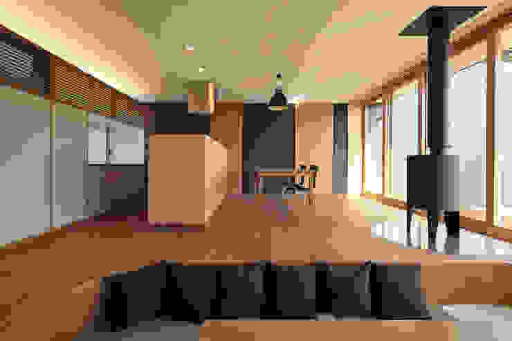 CONVEX HOUSE / リビング・ダイニング モダンデザインの リビング の SCALE     株式会社スケール モダン